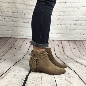 Vince Camuto suede ankle boot size 8